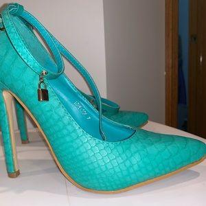 Shoes - Mint new heels